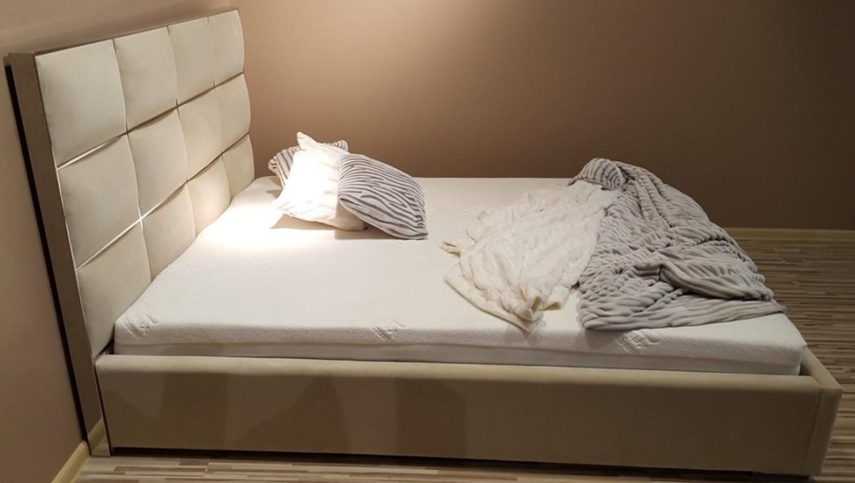 Beżowe łóżko Selene Tapicerowane Stal Nierdzewna